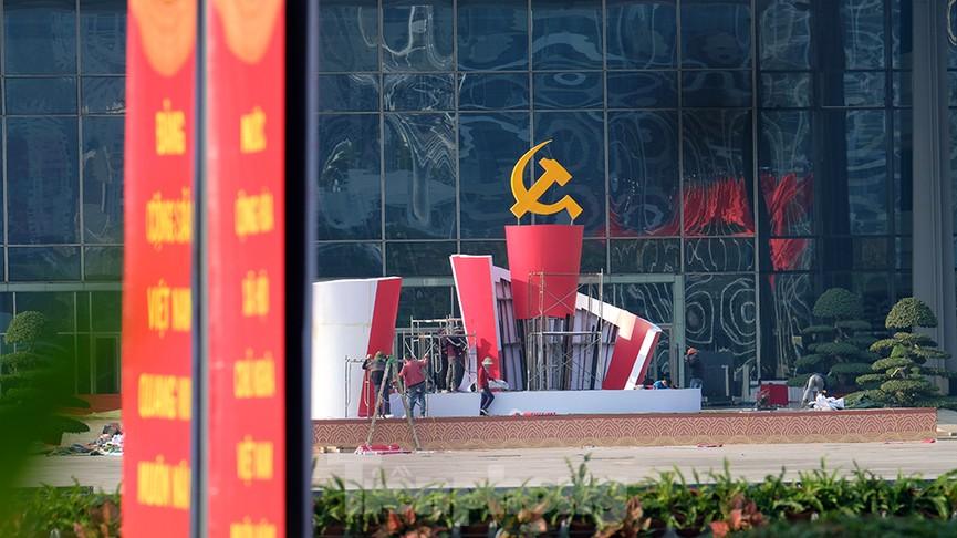 Trung tâm Hội nghị Quốc gia trang hoàng chuẩn bị Đại hội lần thứ XIII của Đảng - ảnh 3