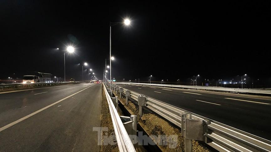 Mãn nhãn với cầu vượt 'trăm tỷ' ở Thủ đô lung linh trong đêm  - ảnh 3
