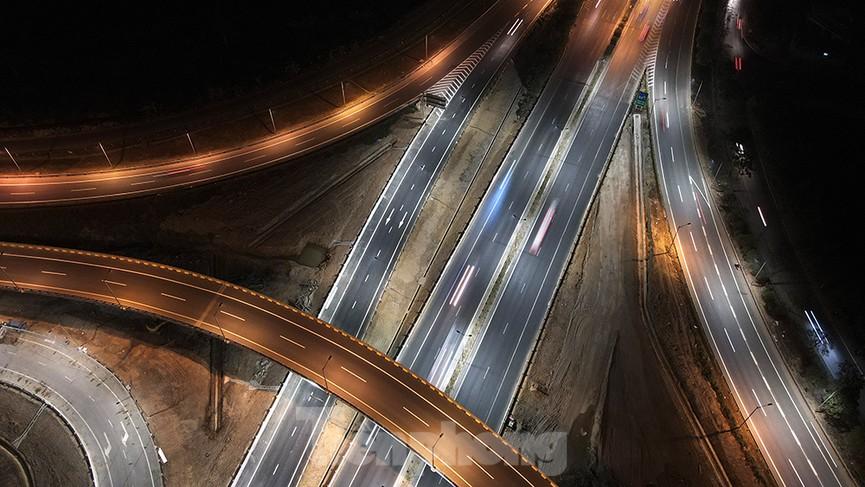 Mãn nhãn với cầu vượt 'trăm tỷ' ở Thủ đô lung linh trong đêm  - ảnh 6