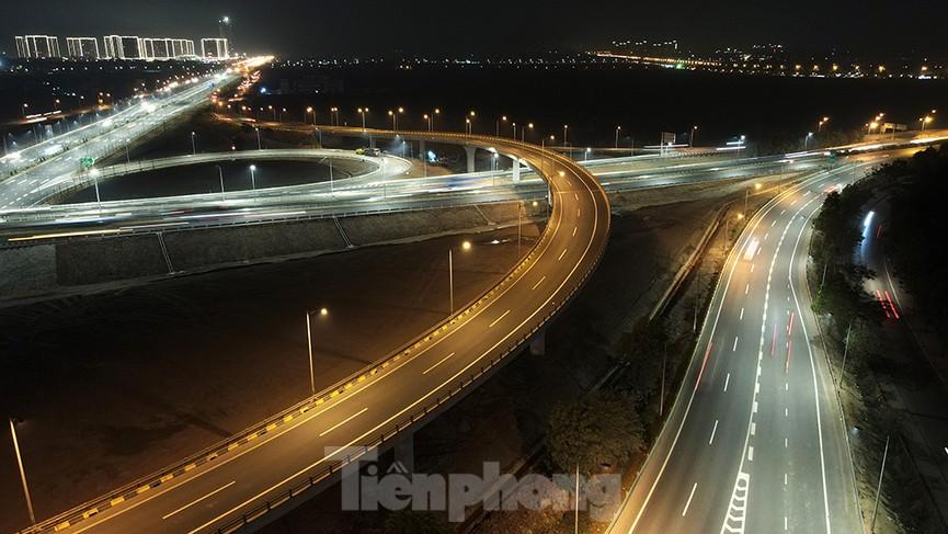 Mãn nhãn với cầu vượt 'trăm tỷ' ở Thủ đô lung linh trong đêm  - ảnh 7