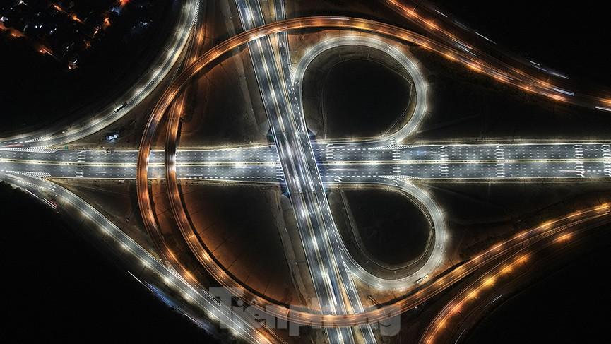 Mãn nhãn với cầu vượt 'trăm tỷ' ở Thủ đô lung linh trong đêm  - ảnh 8