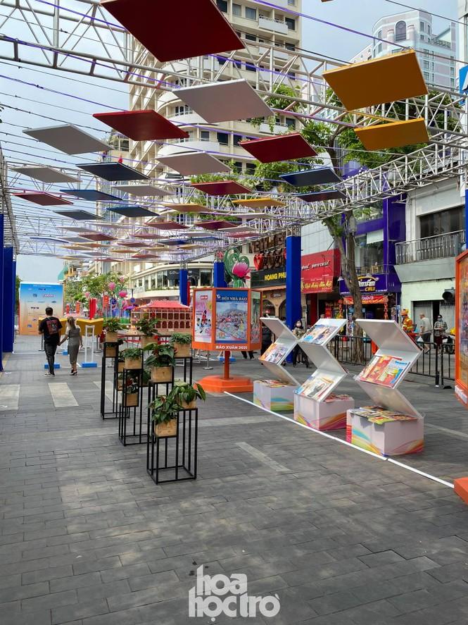 Đường hoa Nguyễn Huệ đẹp rực rỡ đón Tết Tân Sửu, đảm bảo quy tắc an toàn với du khách đến thăm - ảnh 9