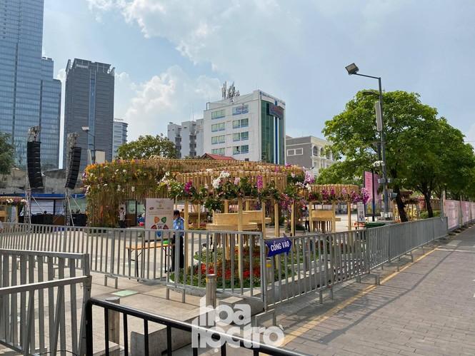 Đường hoa Nguyễn Huệ đẹp rực rỡ đón Tết Tân Sửu, đảm bảo quy tắc an toàn với du khách đến thăm - ảnh 5