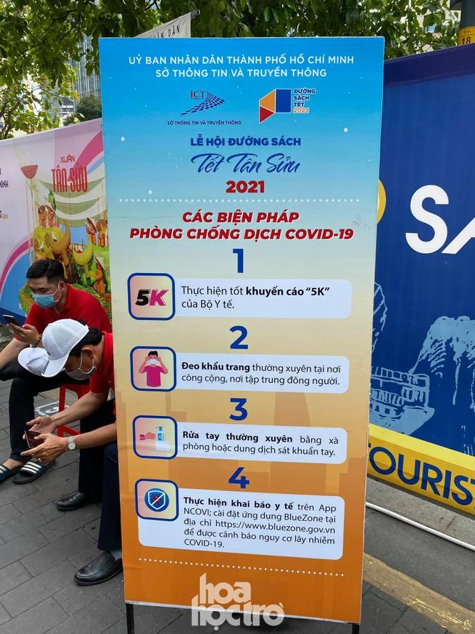Đường hoa Nguyễn Huệ đẹp rực rỡ đón Tết Tân Sửu, đảm bảo quy tắc an toàn với du khách đến thăm - ảnh 1