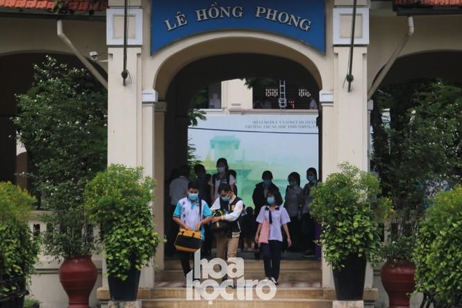 TP HCM: Teen không giấu vui mừng vì đề thi Văn, giáo viên nhận định vừa sức học sinh - ảnh 2