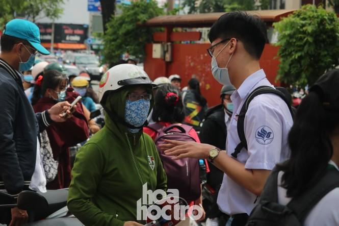 TP HCM: Teen không giấu vui mừng vì đề thi Văn, giáo viên nhận định vừa sức học sinh - ảnh 5