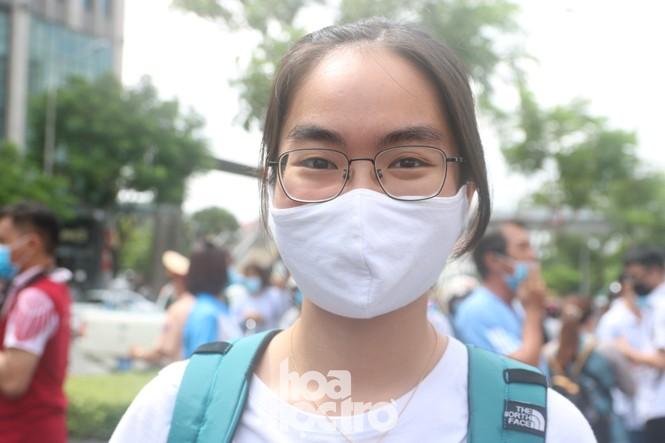 TP HCM: Teen không giấu vui mừng vì đề thi Văn, giáo viên nhận định vừa sức học sinh - ảnh 7