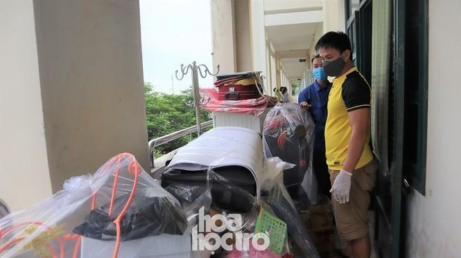 Đà Nẵng: Những sinh viên ngoại tỉnh chọn bỏ lỡ chuyến xe cuối cùng về nhà - ảnh 1
