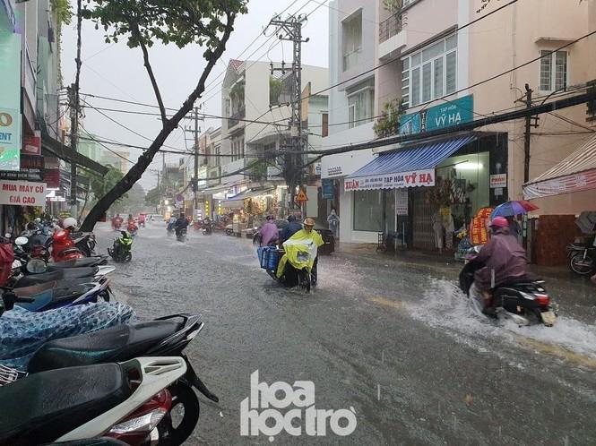 """Đi học chưa đầy một tháng, teen Đà Nẵng lại """"ngừng đến trường"""" vì mưa lũ - ảnh 2"""