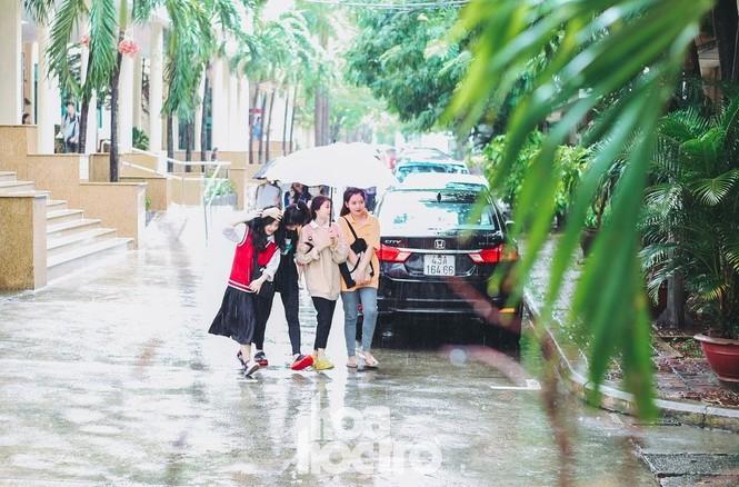 """Đi học chưa đầy một tháng, teen Đà Nẵng lại """"ngừng đến trường"""" vì mưa lũ - ảnh 3"""