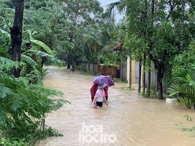 """Đi học chưa đầy một tháng, teen Đà Nẵng lại """"ngừng đến trường"""" vì mưa lũ - ảnh 4"""