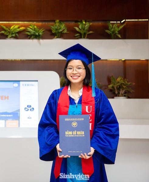 Nữ thủ khoa UEH chia sẻ kinh nghiệm kiếm việc làm khi vừa tốt nghiệp - ảnh 1