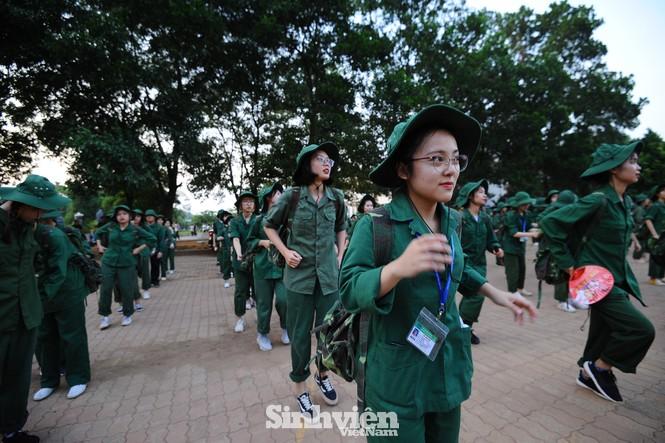 Nữ sinh trường ĐH Ngoại ngữ trải nghiệm hành, trú quân trong kỳ học ngoại khoá - ảnh 12