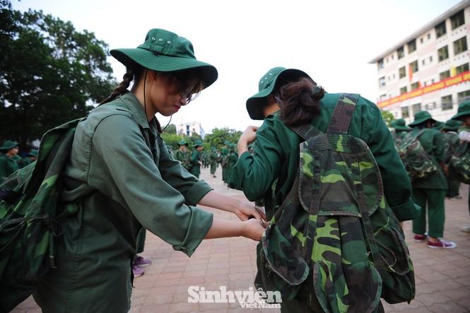 Nữ sinh trường ĐH Ngoại ngữ trải nghiệm hành, trú quân trong kỳ học ngoại khoá - ảnh 13