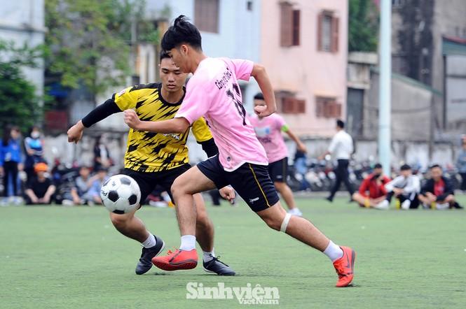 Ngắm nam thanh, nữ tú ĐH Mở Hà Nội tranh tài tại giải bóng đá sinh viên - ảnh 3