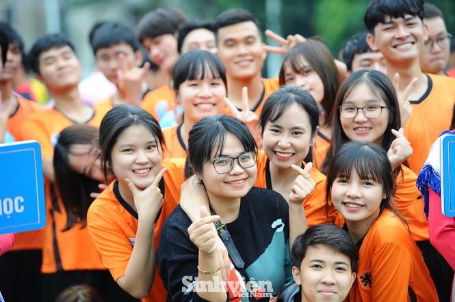 Ngắm nam thanh, nữ tú ĐH Mở Hà Nội tranh tài tại giải bóng đá sinh viên - ảnh 9