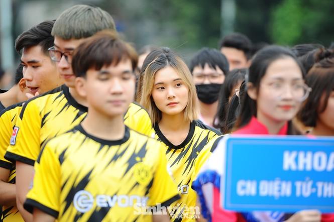 Ngắm nam thanh, nữ tú ĐH Mở Hà Nội tranh tài tại giải bóng đá sinh viên - ảnh 8
