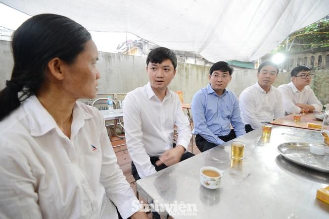 T.Ư Hội Sinh viên Việt Nam thăm hỏi gia đình nữ sinh viên Ngân hàng bị sát hại - ảnh 2