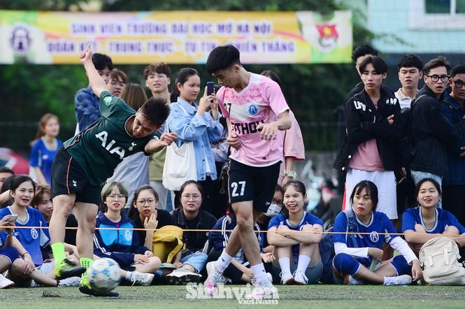 Những khoảnh khắc ấn tượng tại giải bóng đá sinh viên - ảnh 5