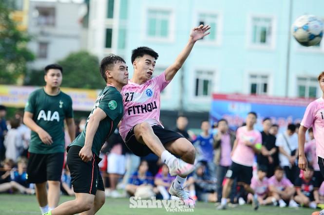 Những khoảnh khắc ấn tượng tại giải bóng đá sinh viên - ảnh 6