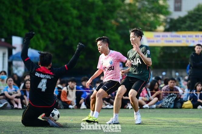 Những khoảnh khắc ấn tượng tại giải bóng đá sinh viên - ảnh 7