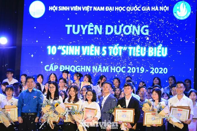 """199 """"Sinh viên 5 tốt"""" cấp ĐHQG Hà Nội được tuyên dương - ảnh 8"""