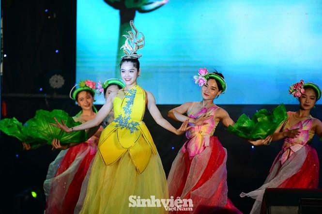 """199 """"Sinh viên 5 tốt"""" cấp ĐHQG Hà Nội được tuyên dương - ảnh 2"""