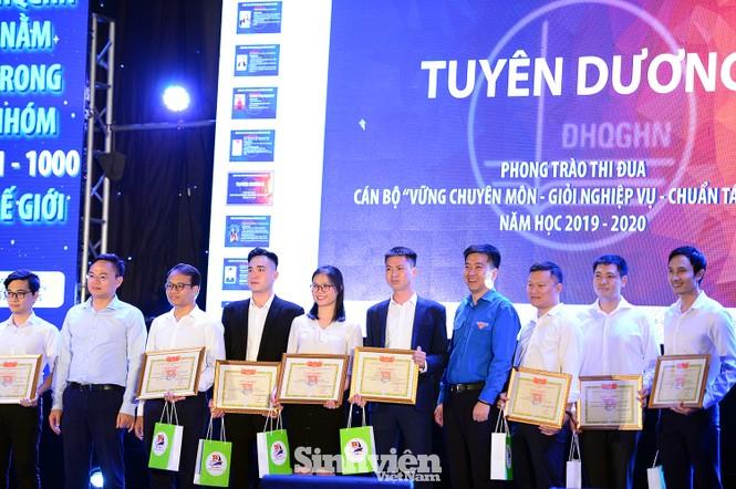 """199 """"Sinh viên 5 tốt"""" cấp ĐHQG Hà Nội được tuyên dương - ảnh 7"""