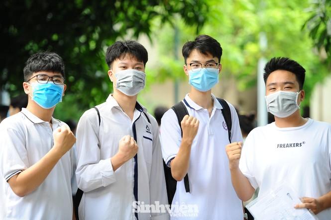Bộ GD - ĐT yêu cầu tăng cường phòng, chống dịch COVID-19 trong trường học - ảnh 1