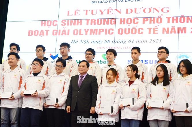 Vinh danh 24 học sinh giành giải Olympic quốc tế năm 2020 - ảnh 5