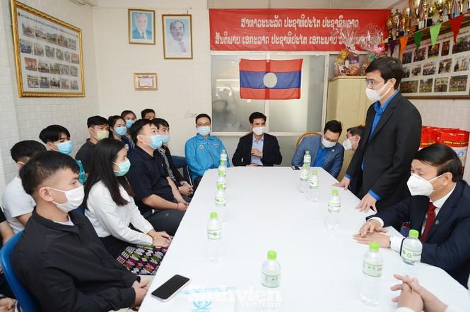 T.Ư Hội Sinh viên thăm và tặng quà lưu học sinh Lào nhân dịp Tết Tân Sửu 2021 - ảnh 2