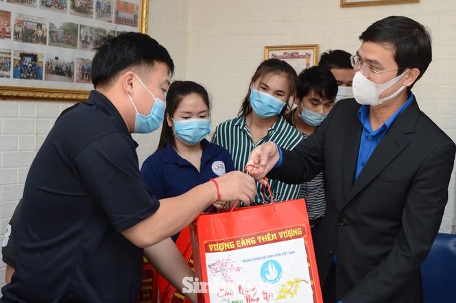 T.Ư Hội Sinh viên thăm và tặng quà lưu học sinh Lào nhân dịp Tết Tân Sửu 2021 - ảnh 4