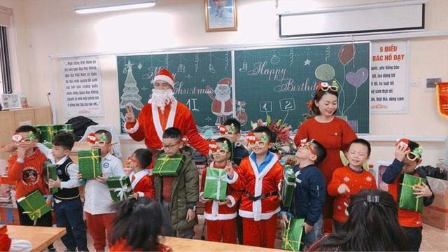 Thị trường ngày 24/12: Ông già Noel chạy 20-30 'sô' ngày chính lễ