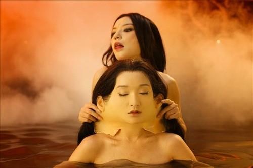 Cảnh tắm trần, lột da ghê rợn của Châu Tấn trong 'Họa Bì 2' tốn kém như thế nào?