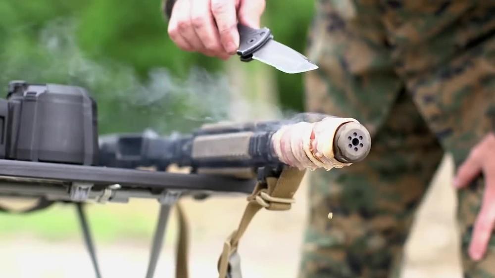 Nướng thịt bằng nòng súng trường AR-15
