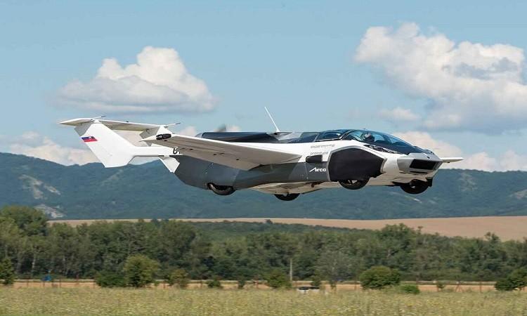 Xe hơi biến thành máy bay trong 3 phút