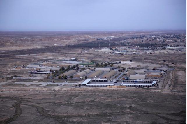 Ít nhất 10 rốc-két bắn trúng căn cứ đóng quân của Mỹ ở Iraq
