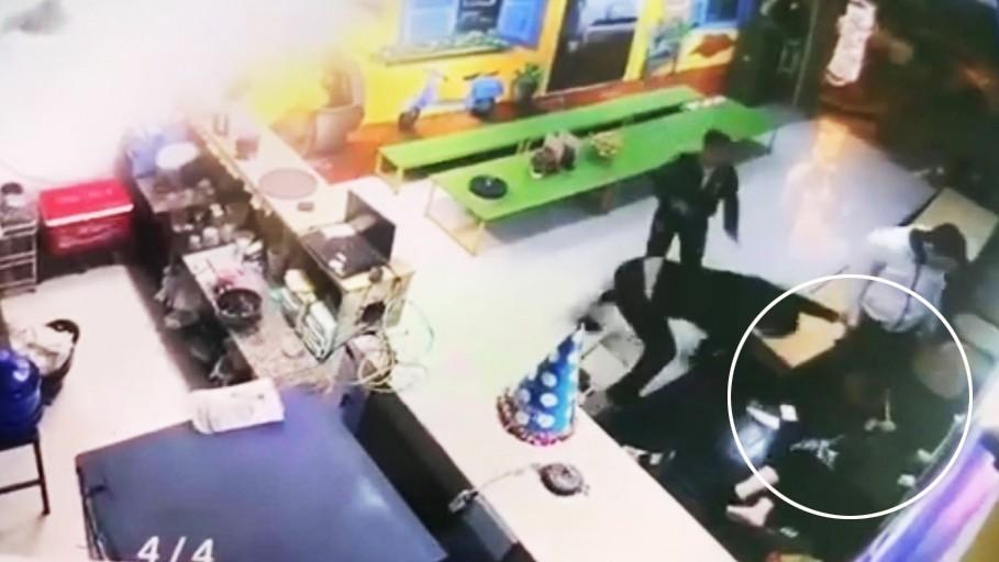 Lộ nguyên nhân vụ 2 thanh niên đấm, đạp tới tấp một phụ nữ ở Hà Nội