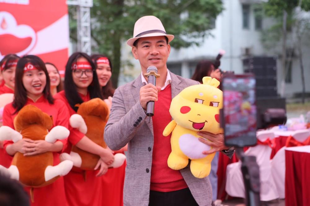 Nghệ sĩ Xuân Bắc cùng dàn sao 'đốt cháy' sân khấu Chủ nhật Đỏ