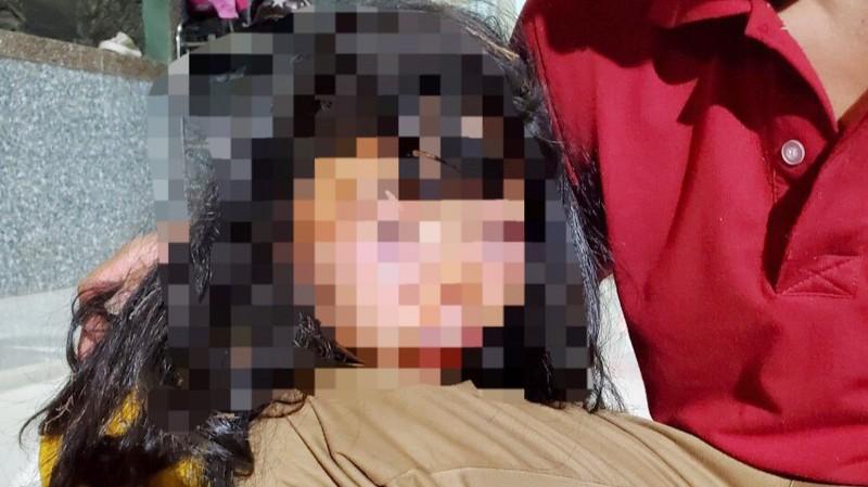 Học sinh lớp 6 bị kẻ lạ mặt đánh dã man trên đường đi học về
