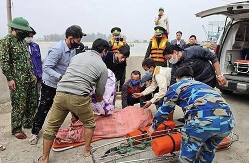 Tàu cá bị tàu vận tải đâm chìm, một thuyền viên tử vong