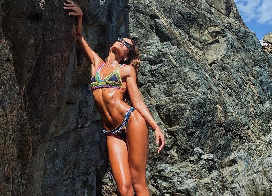 Siêu mẫu Izabel Goulart diện bikini tôn dáng 'rực lửa'