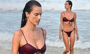 Nữ thần áo tắm Brazil thu hút mọi ánh nhìn trên biển