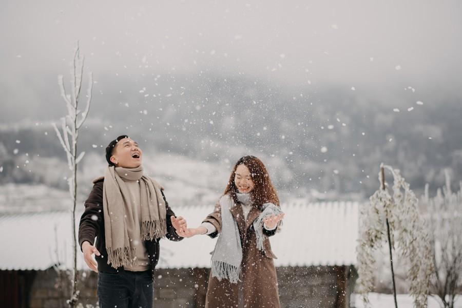 Cặp đôi chụp ảnh cưới lãng mạn như cổ tích giữa tuyết trắng ở Y Tý