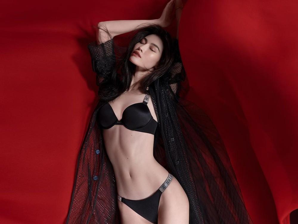 Người mẫu nội y gốc Hoa da trắng eo thon dáng nuột nà