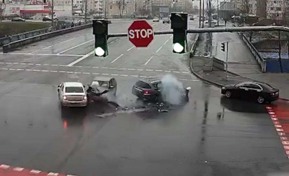 Tai nạn liên hoàn giữa giao lộ