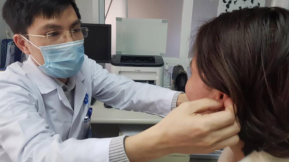 Hệ lụy tiêm chất làm đầy tạo hình tai Phật