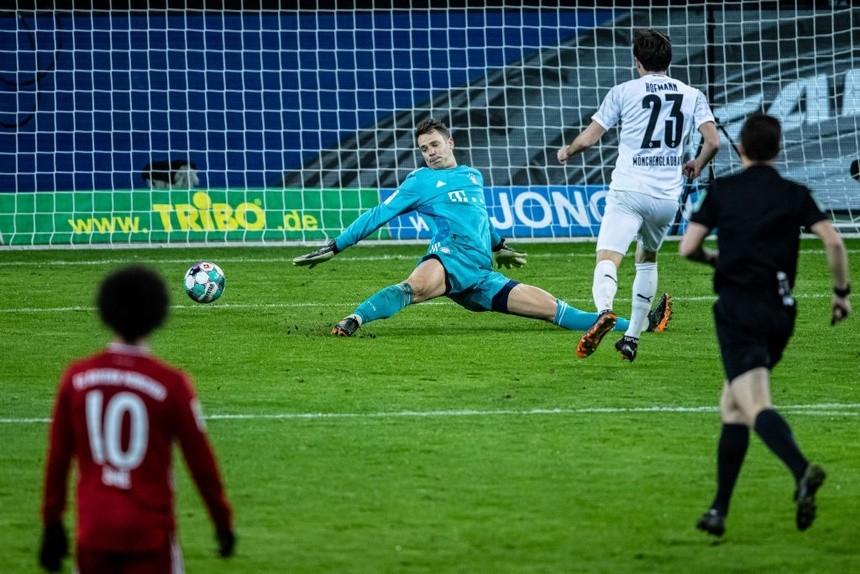 Bayern 'cầm vàng lại để vàng rơi' trước Gladbach