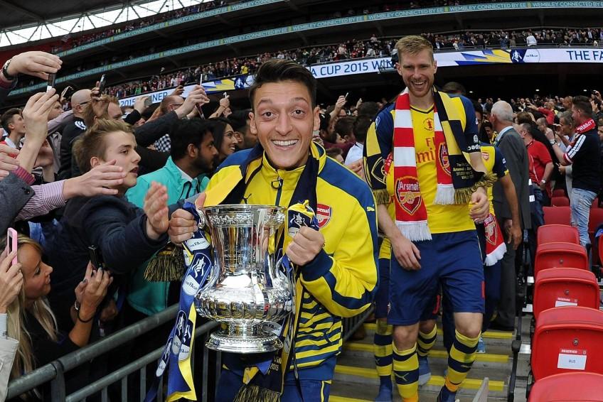 Mesut Ozil chia tay Arsenal sau hơn 7 năm gắn bó