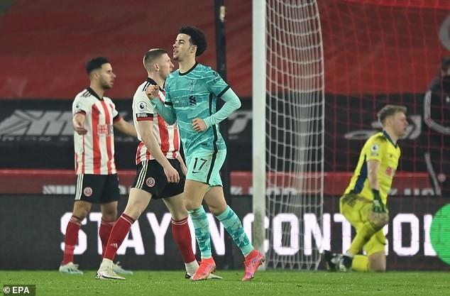 Ngoại hạng Anh sáng 1/3: Liverpool may mắn vượt qua đội bét bảng